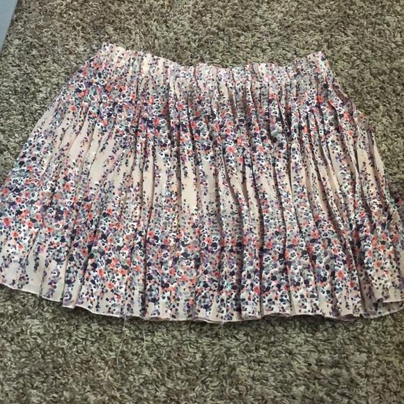 Dresses & Skirts - Flowy skirt